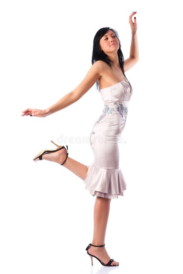 Νέα περπατώντας γυναίκα στοκ φωτογραφία με δικαίωμα ελεύθερης χρήσης