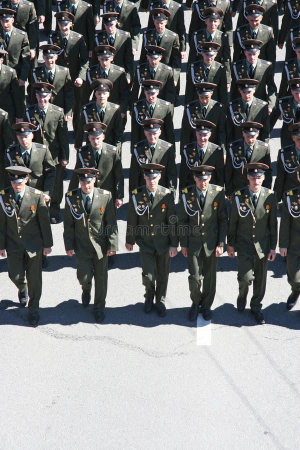 Νέα πορεία μαθητών στρατιωτικής σχολής στοκ εικόνα με δικαίωμα ελεύθερης χρήσης
