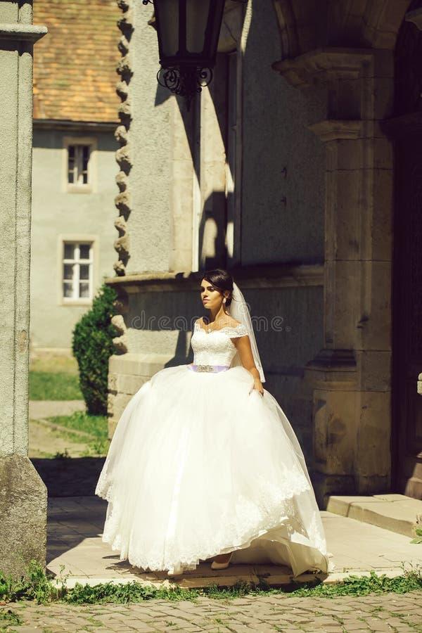 Νέα προκλητική νύφη γυναικών στοκ εικόνες με δικαίωμα ελεύθερης χρήσης
