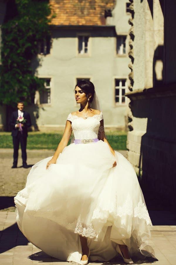 Νέα προκλητική νύφη γυναικών στοκ εικόνα με δικαίωμα ελεύθερης χρήσης