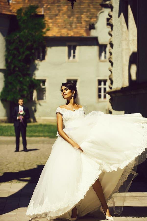 Νέα προκλητική νύφη γυναικών στοκ φωτογραφία με δικαίωμα ελεύθερης χρήσης