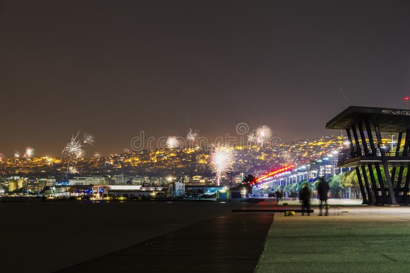 Νέα πυροτεχνήματα παραμονής ετών την 1η Ιανουαρίου 2019 σε Θεσσαλονίκη, Ελλάδα στοκ εικόνα με δικαίωμα ελεύθερης χρήσης