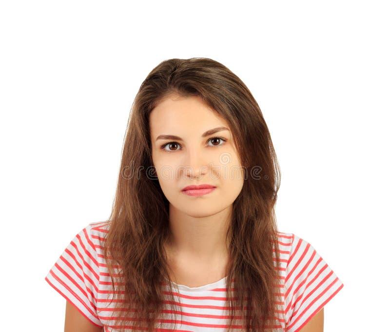 Νέα σοβαρήη γυναίκα στο πορτρέτο πουκάμισων συναισθηματικό κορίτσι που απομονώνεται στο άσπρο υπόβαθρο στοκ φωτογραφία