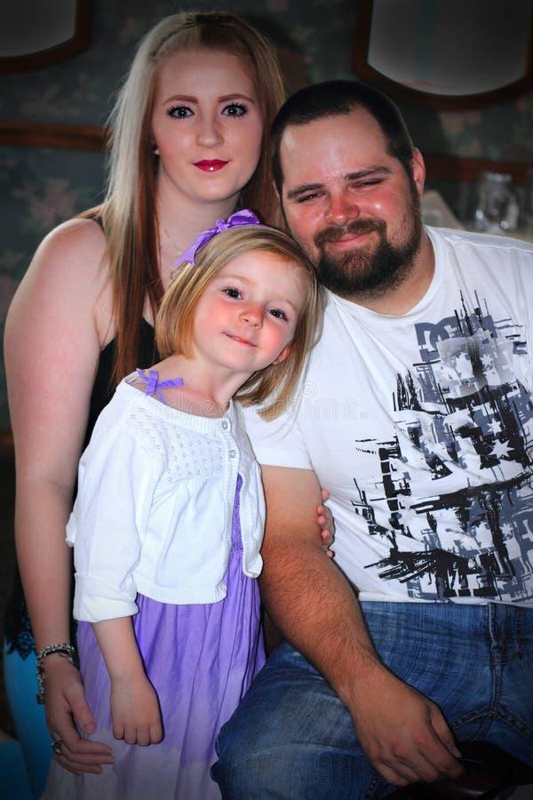 Νέα σύγχρονη οικογένεια στοκ εικόνες