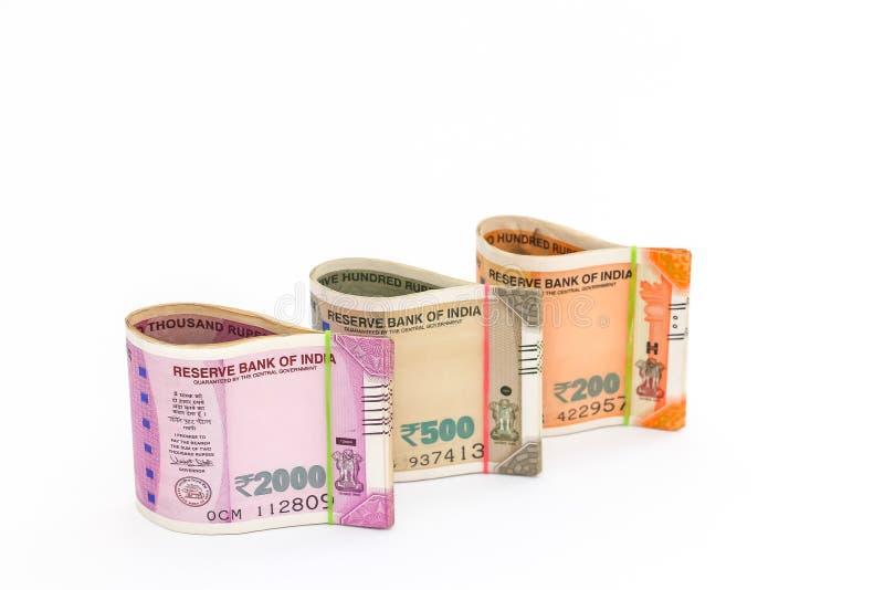 Νέα τραπεζογραμμάτια ρουπίων Ινδού 200, 500 και 2000 στο άσπρο υπόβαθρο ελεύθερη απεικόνιση δικαιώματος