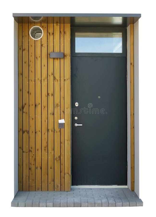 Νέα τυπική γκρίζα χαλύβδινη πόρτα σε απομονωμένη χαμηλού κόστους οικία στοκ φωτογραφία