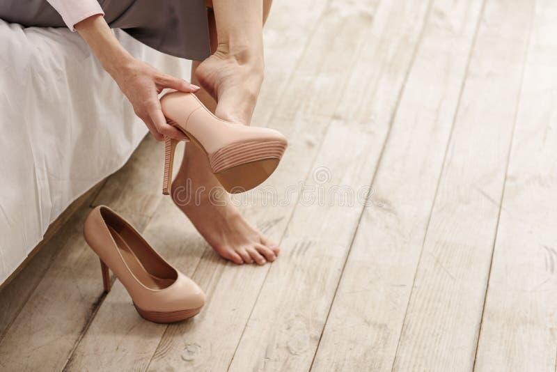 Νέα υποδήματα γυναικών Frazzling unshoe στοκ εικόνες