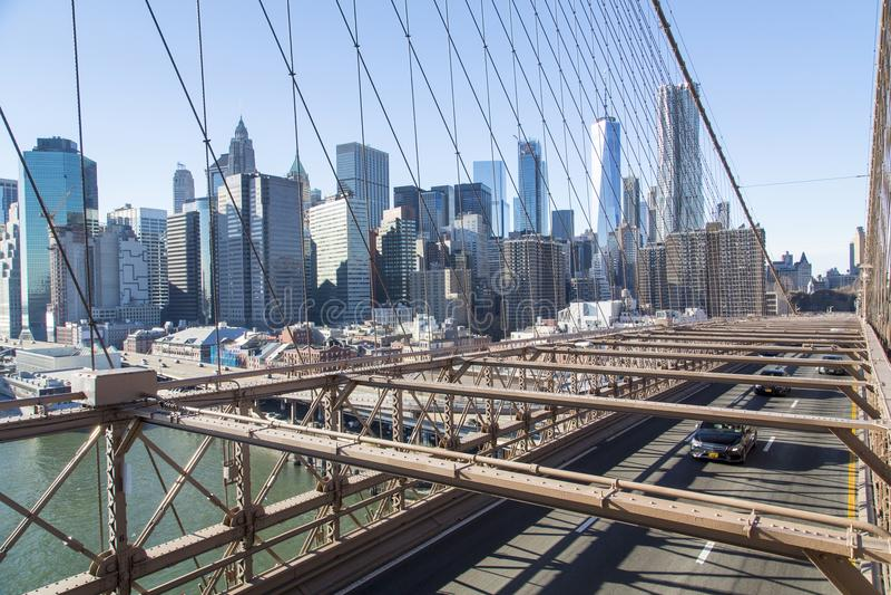 Νέα Υόρκη, ορίζοντας του Λόουερ Μανχάταν από τη γέφυρα του Μπρούκλιν στοκ εικόνα