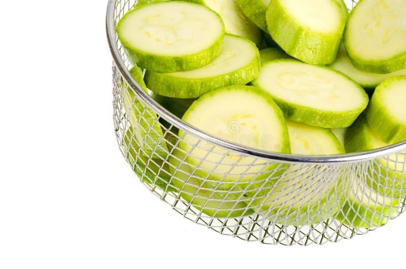 Νέα φρέσκα πράσινα κολοκύθια που τεμαχίζονται στοκ φωτογραφία με δικαίωμα ελεύθερης χρήσης