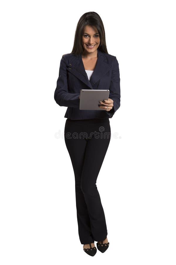 Νέα χαμογελώντας επιχειρησιακή γυναίκα με τον υπολογιστή ταμπλετών στοκ εικόνες