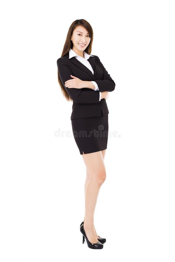 Νέα χαμογελώντας επιχειρησιακή γυναίκα που απομονώνεται στο λευκό στοκ εικόνα με δικαίωμα ελεύθερης χρήσης