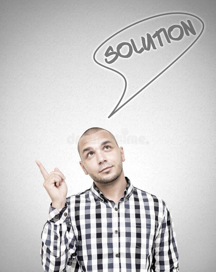 Νέα όμορφη αποκτημένη άτομο λύση για το πρόβλημά του στοκ φωτογραφία με δικαίωμα ελεύθερης χρήσης