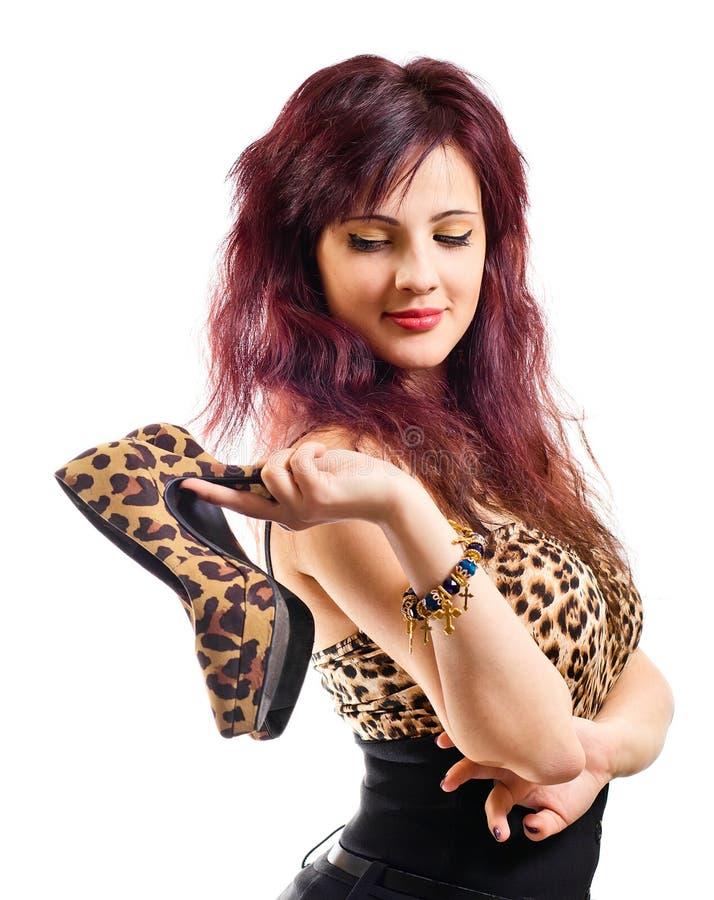 Νέα όμορφη γυναίκα με τα παπούτσια στοκ φωτογραφίες