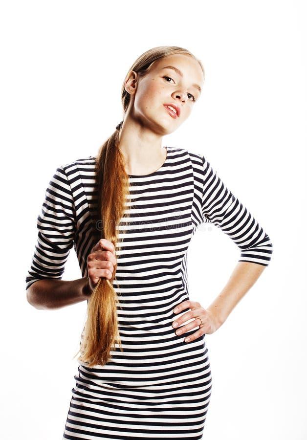 Νέα όμορφη γυναίκα φόρεμα λουρίδων που απομονώνεται στο κομψό στο λευκό στοκ εικόνα με δικαίωμα ελεύθερης χρήσης