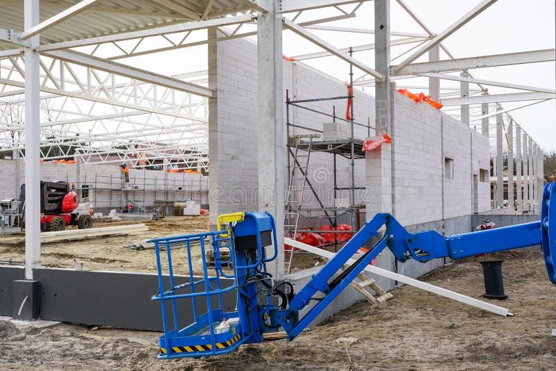 Νέες κατασκευές εργοτάξιων οικοδομής, τοίχων και στεγών οικοδόμησης στοκ εικόνες με δικαίωμα ελεύθερης χρήσης