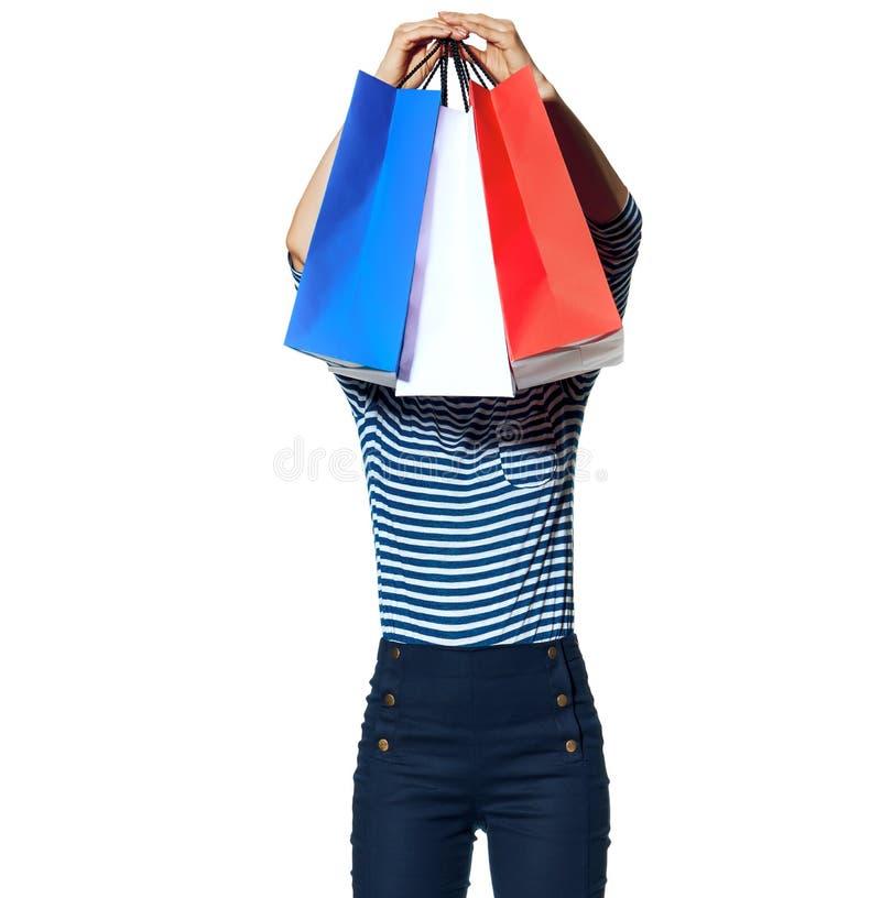 Νέες τσάντες αγορών εκμετάλλευσης μόδα-εμπόρων στο λευκό στοκ εικόνες με δικαίωμα ελεύθερης χρήσης
