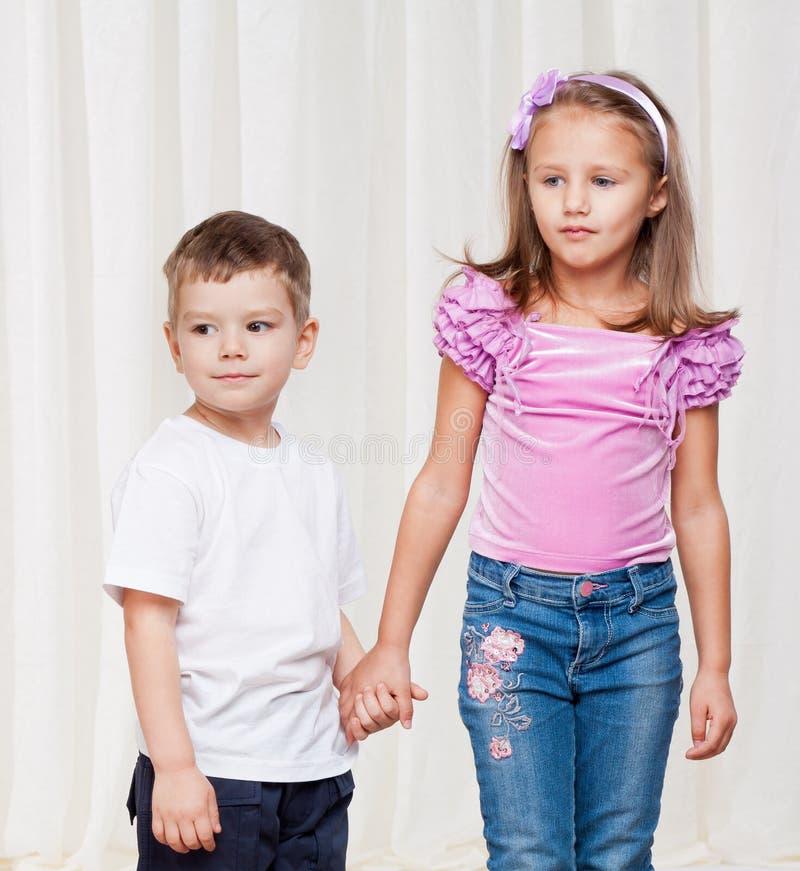 Νέοι αδελφός και αδελφή στοκ φωτογραφία