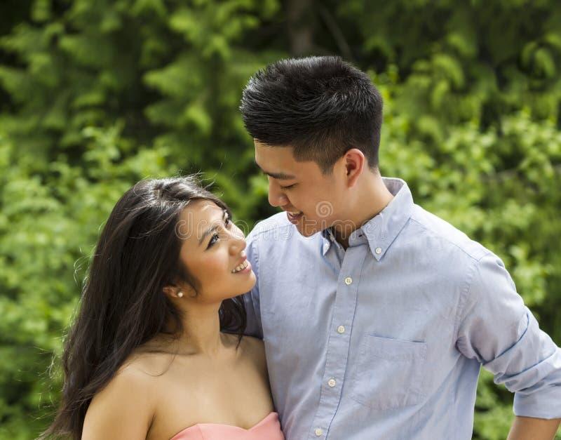 Ενιαίο ασιατικό θηλυκό dating