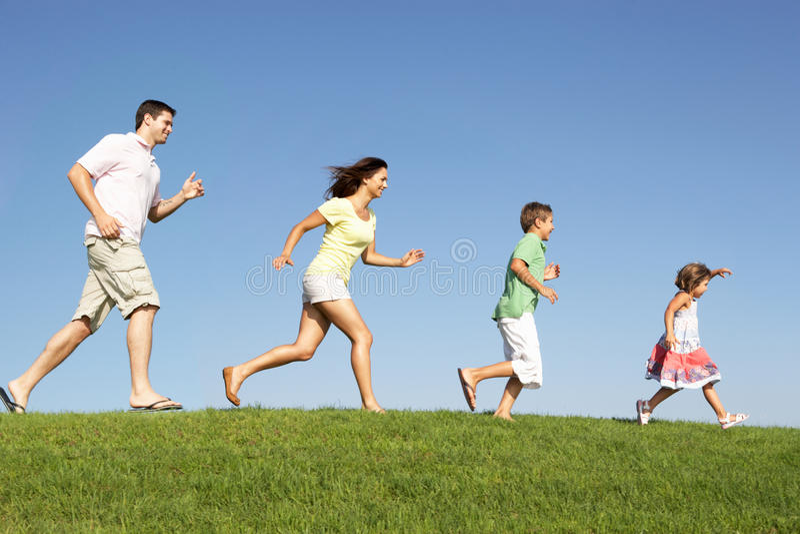 Download Νέοι οικογένεια, πρόγονοι και παιδιά, Στοκ Εικόνες - εικόνα από υγιής, παλαιός: 17058896