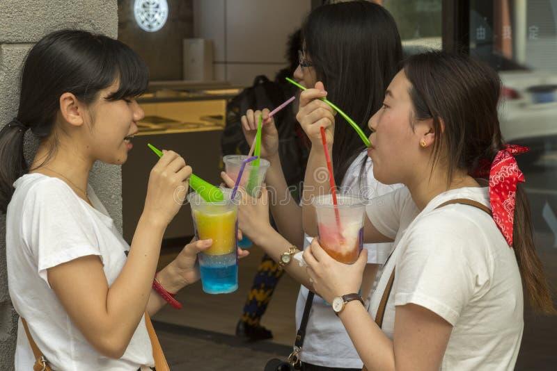 Νέοι σπουδαστές στη Σαγκάη, Κίνα στοκ φωτογραφίες