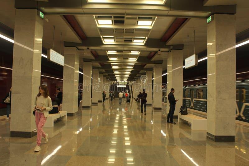 Νέοι σταθμοί της κόκκινης γραμμής του μετρό της Μόσχας Σταθμός Kommunarka στοκ εικόνες