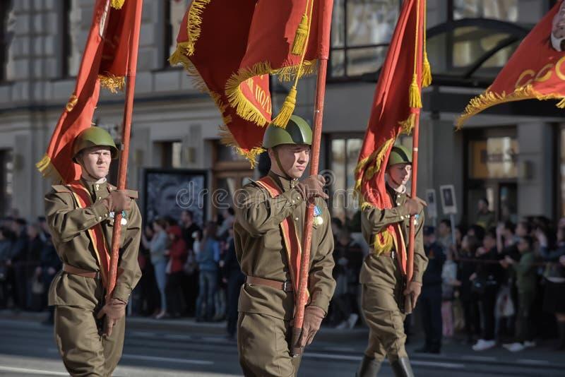 Νέοι στη στολή του δεύτερου παγκόσμιου πολέμου στοκ φωτογραφία με δικαίωμα ελεύθερης χρήσης