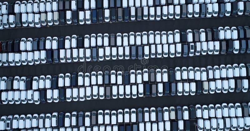 Νέοι υπαίθριος σταθμός αυτοκινήτων και φορτηγό στοκ εικόνες με δικαίωμα ελεύθερης χρήσης