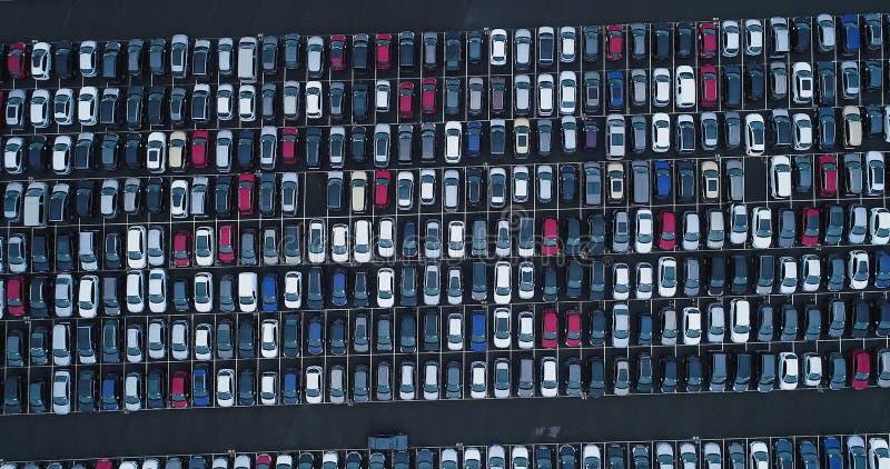 Νέοι υπαίθριος σταθμός αυτοκινήτων και φορτηγό στοκ φωτογραφίες