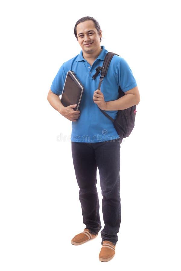 Νέος ασιατικός σπουδαστής με το lap-top Να χαμογελάσει ευτυχώς στοκ εικόνες
