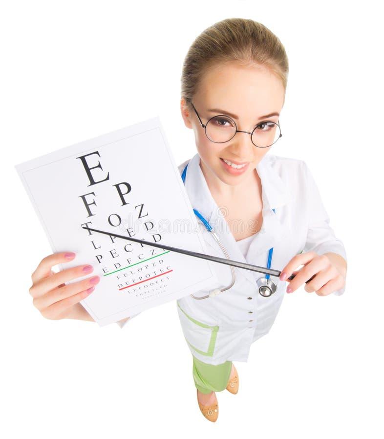 Νέος αστείος γιατρός με τον πίνακα δοκιμής που απομονώνεται στοκ φωτογραφία με δικαίωμα ελεύθερης χρήσης