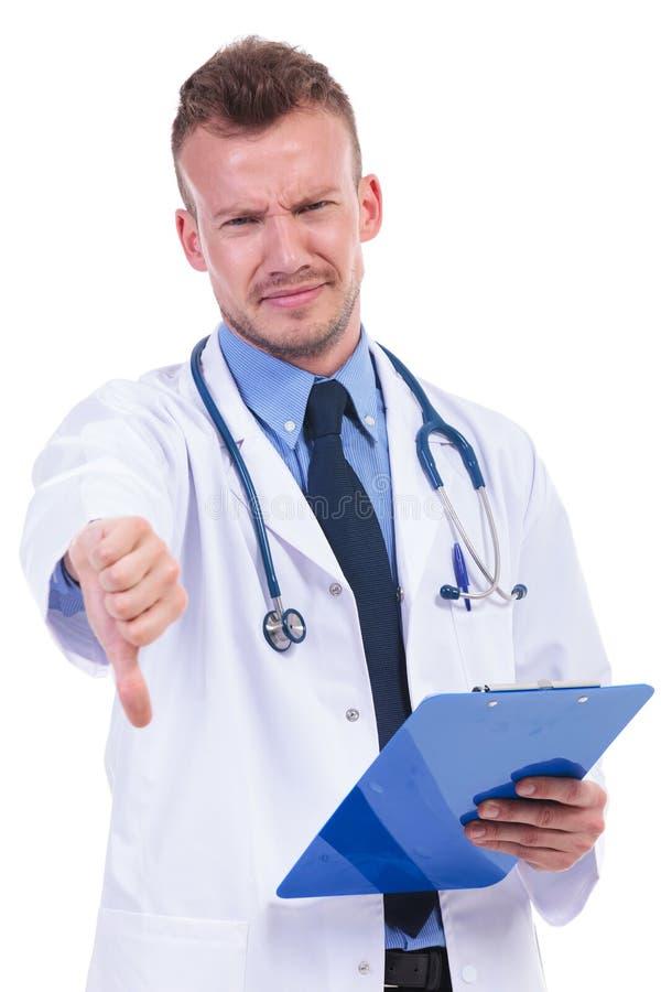 Νέος γιατρός με τις πολύ κακές ειδήσεις στοκ φωτογραφίες