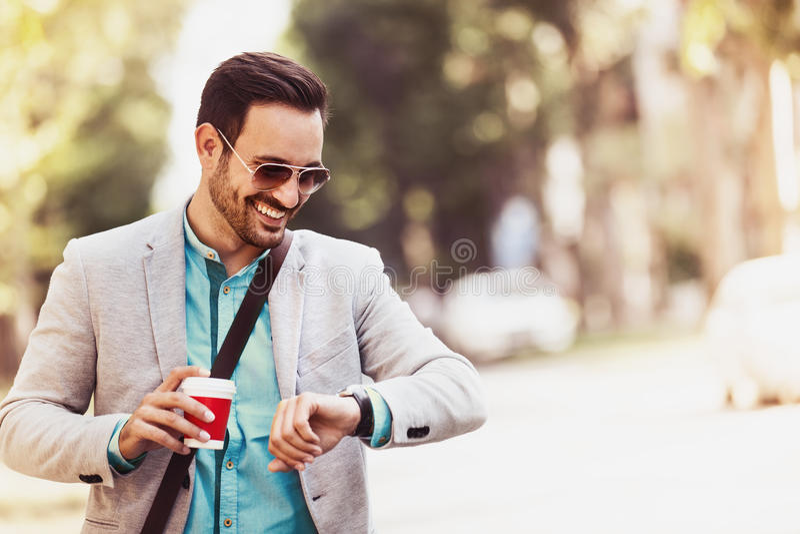 Νέος επιχειρηματίας στην πόλη στοκ εικόνες