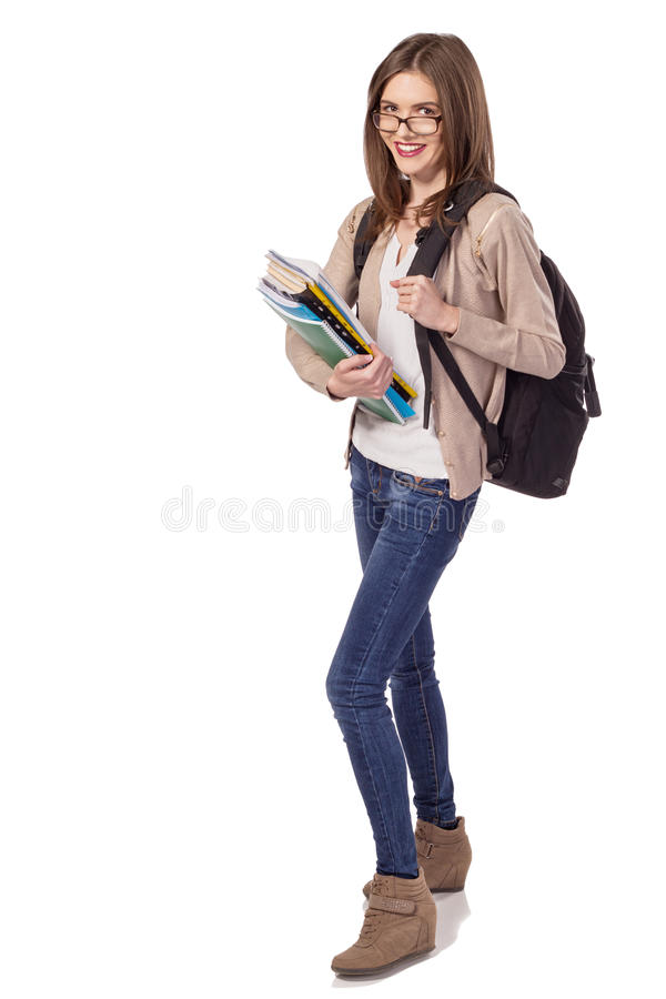 Νέος ευτυχής σπουδαστής με τα σημειωματάρια και το σακίδιο πλάτης στοκ εικόνες