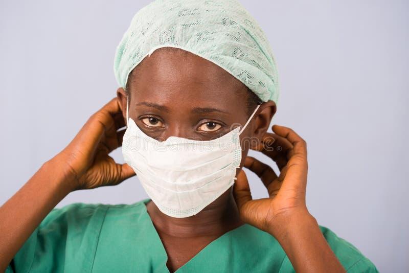 Πορτρέτο ενός νέου γιατρού γυναικών στοκ φωτογραφίες
