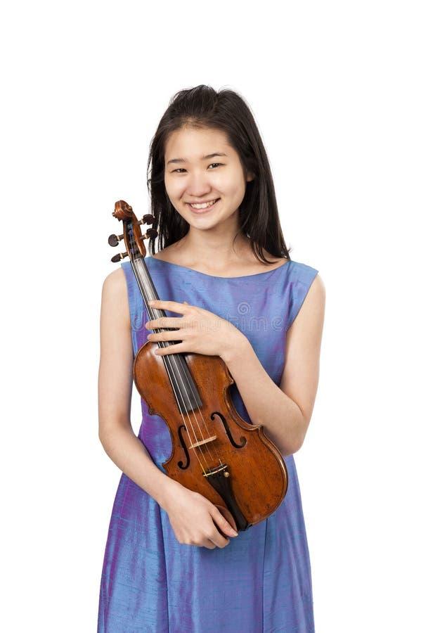 Νέος θηλυκός φορέας βιολιών στο λευκό στοκ φωτογραφία