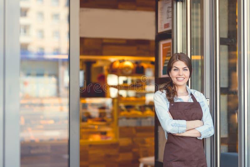 Νέος ιδιοκτήτης σε ένα αρτοποιείο στοκ φωτογραφία με δικαίωμα ελεύθερης χρήσης