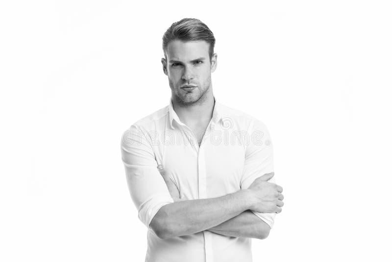 Νέος και βέβαιος Το άτομο εκαλλώπισε καλά το άσπρο κομψό απομονωμένο πουκάμισο άσπρο υπόβαθρο Βέβαιο έτοιμο γραφείο εργασίας φαλλ στοκ φωτογραφίες