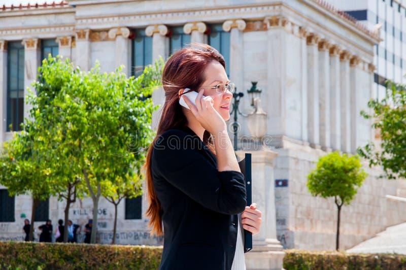 Νέος και όμορφος επιχειρηματίας γυναικών στοκ εικόνες