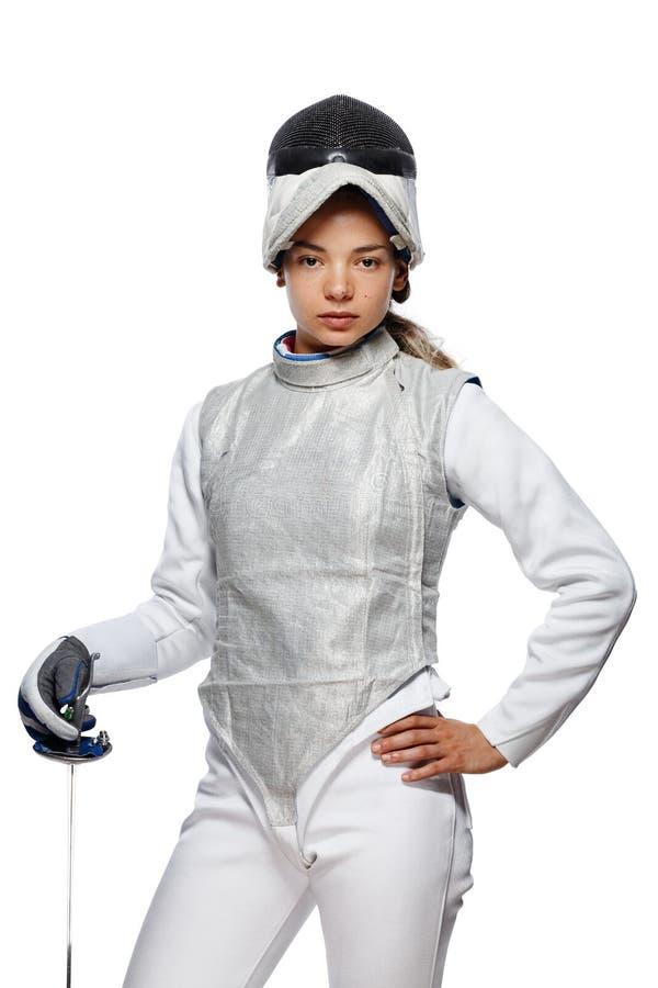 Νέος ξιφομάχος γυναικών με τη μάσκα και το άσπρο περιφράζοντας κοστούμι στοκ εικόνα