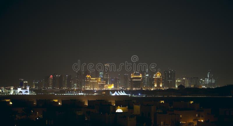Νέος ορίζοντας νύχτας πόλεων Doha στοκ φωτογραφία με δικαίωμα ελεύθερης χρήσης