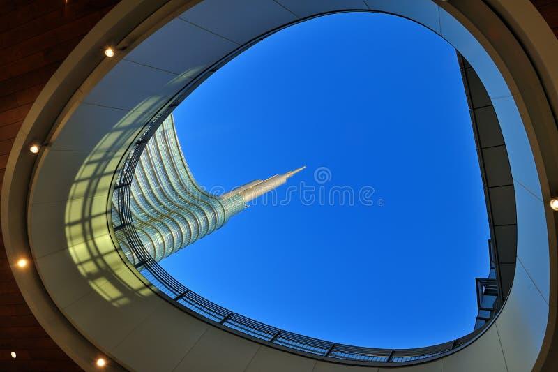 Νέος ουρανοξύστης του Μιλάνου - γραφείο τραπεζών Unicredit στοκ εικόνα