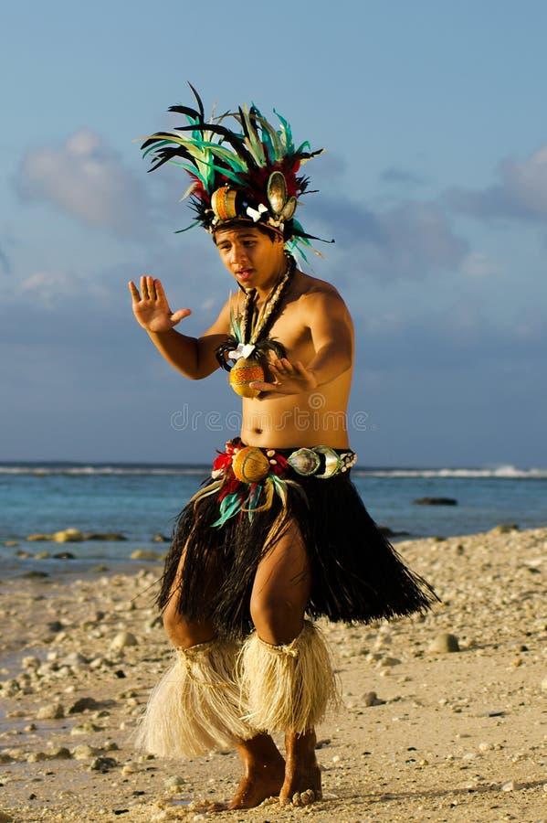 Νέος πολυνησιακός χορευτής ατόμων Tahitian νησιών του Ειρηνικού στοκ φωτογραφίες με δικαίωμα ελεύθερης χρήσης