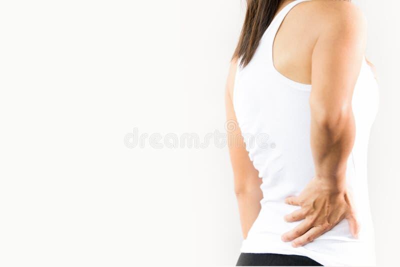 Νέος πόνος γυναικών στη χαμηλότερη πλάτη στοκ φωτογραφία