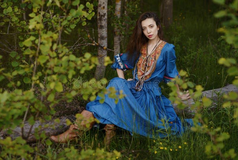 Νέος τσιγγάνος στο δάσος στοκ φωτογραφίες με δικαίωμα ελεύθερης χρήσης