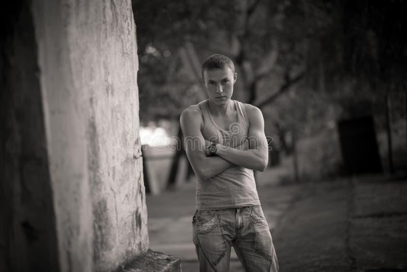 Νέος τύπος Πορτρέτο στην οδό στοκ εικόνες
