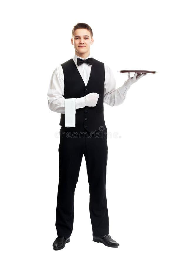 Νέος χαμογελώντας σερβιτόρος με τον κενό δίσκο στοκ εικόνα με δικαίωμα ελεύθερης χρήσης