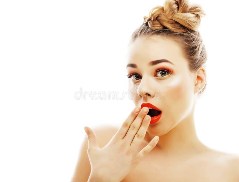 Νέος όμορφος στενός επάνω γυναικών brunette πραγματικός που απομονώνεται στην άσπρη πλάτη στοκ εικόνες με δικαίωμα ελεύθερης χρήσης
