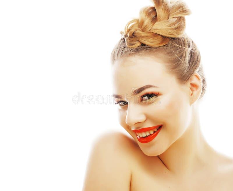 Νέος όμορφος στενός επάνω γυναικών brunette πραγματικός που απομονώνεται στην άσπρη πλάτη στοκ εικόνα με δικαίωμα ελεύθερης χρήσης