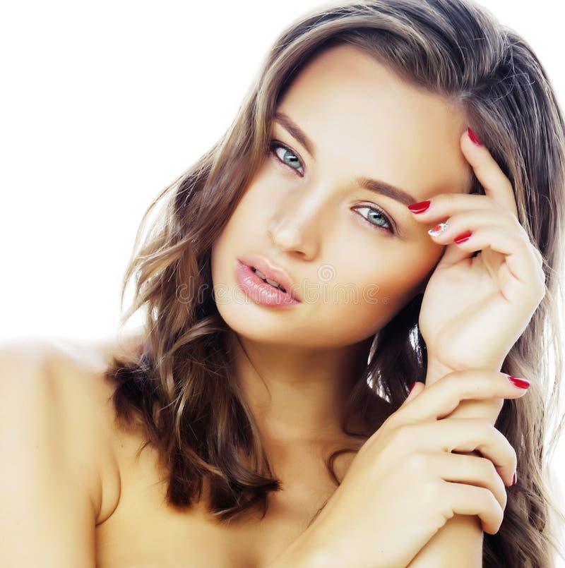 Νέος όμορφος στενός επάνω γυναικών brunette πραγματικός που απομονώνεται στην άσπρη πλάτη στοκ φωτογραφία με δικαίωμα ελεύθερης χρήσης