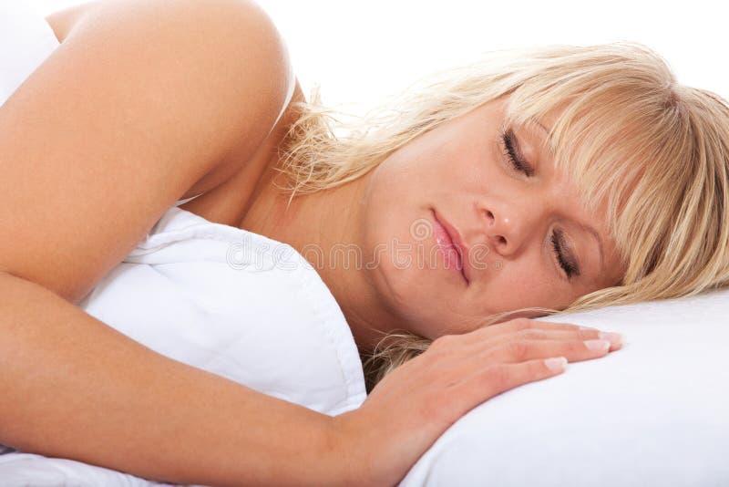 Νέος ύπνος γυναικών στοκ εικόνες με δικαίωμα ελεύθερης χρήσης